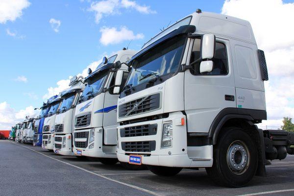 """Данные """"Автостат"""": разрыв в продажах импортных и отечественных грузовиков сокращается"""