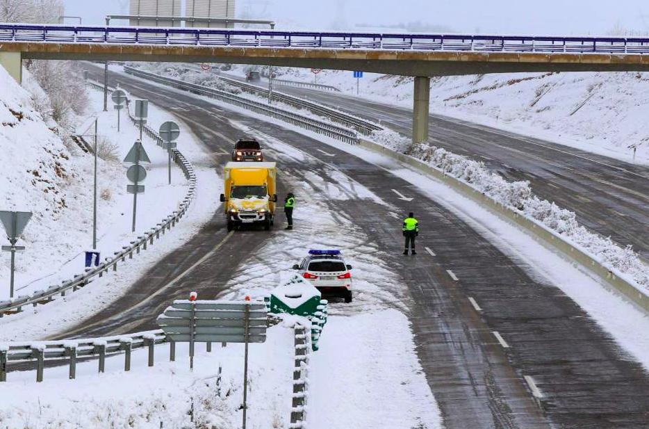 TransINSTANT: Zima na drogach – aktualne informacje   Ambitne plany Tesli   Lasery na przejeździe kolejowym