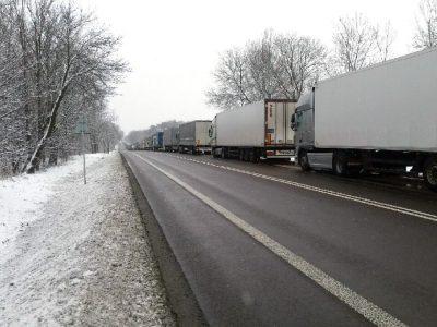 Gigantyczna kolejka ciężarówek na przejściu granicznym w Dorohusku