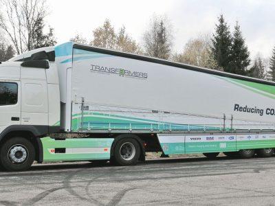 """""""Schmitz Cargobull"""" pristato energiją taupančią """"Transformers"""" puspriekabę"""