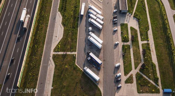 Kierowcy ciężarówek płacą mandaty za brak infrastruktury parkingowej