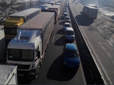 Franciaország: kamionstop még mindig érvényes, de ha javul az idő, szombaton elindulhatnak a kamionok Ile-de-France és Eure-et-Loir útjain