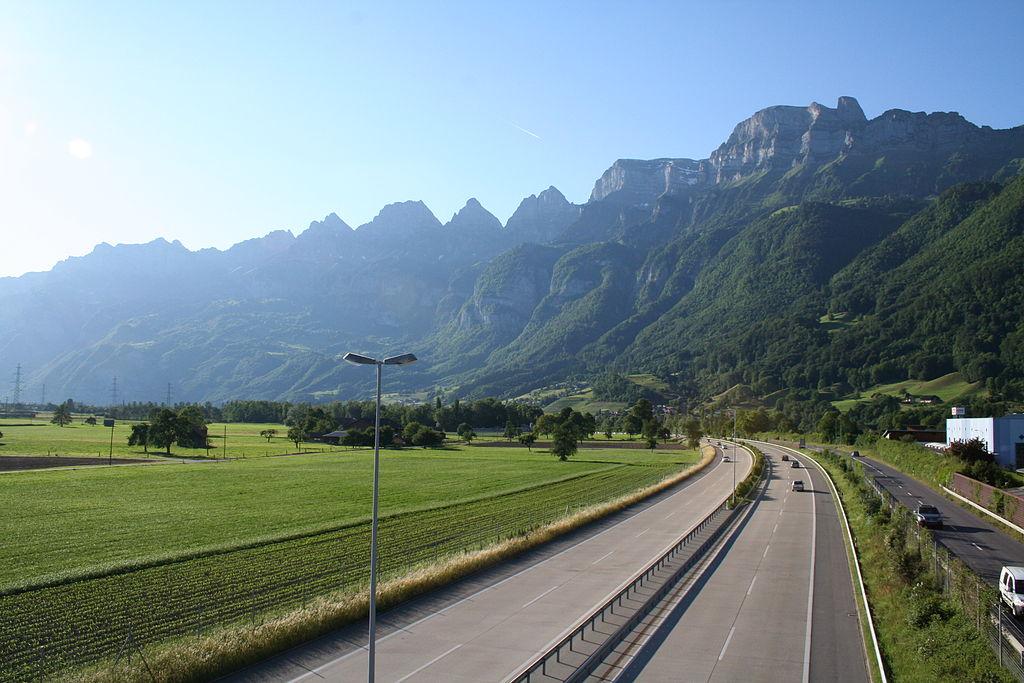 Zmiany w opłatach drogowych od zagranicznych ciężarówek w Szwajcarii. Będzie łatwiej płacić myto