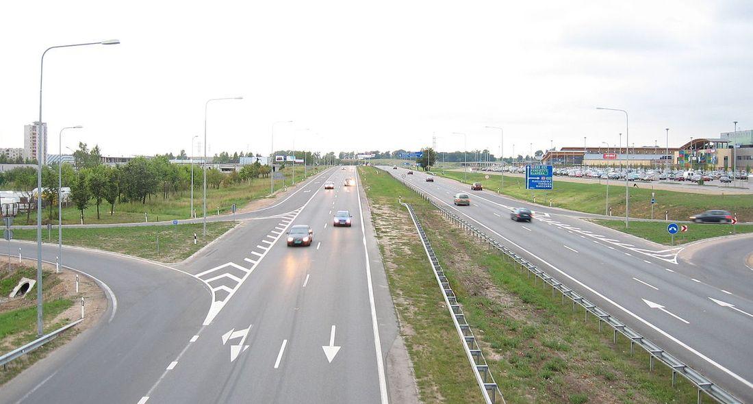 Lenkijoje vietoj Rusijos bus steigiama transporto atašė pareigybė