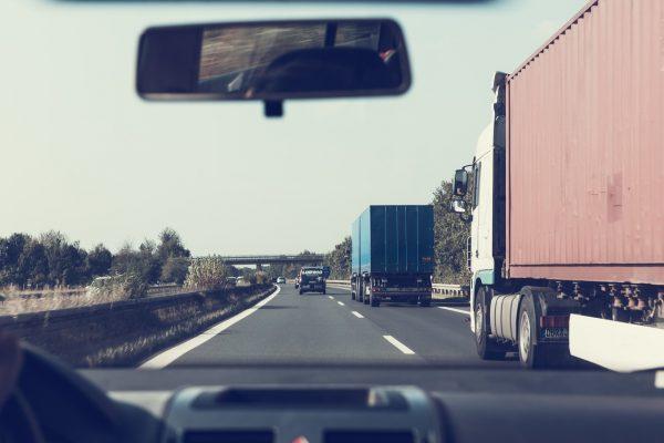 """A Brenner teherautókba épített """"okos"""" rendszere fogja irányítani a teherautók sebességét"""