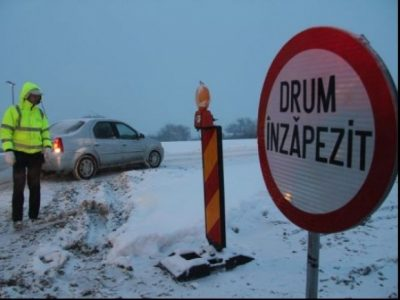 Mai multe drumuri sunt închise în România din cauza condițiilor meteo