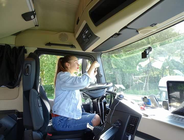 A obținut un doctorat în Ucraina, dar a devenit șoferiță de camion în Polonia