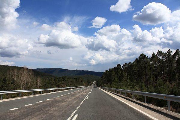 Hiszpański region zniósł opłaty drogowe za ciężarówki. Były nielegalnie pobierane przez kilka lat