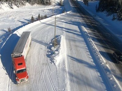 Populiarus Lenkijos vilkiko vairuotojas rodo kvapą gniaužiančius kadrus iš trasos