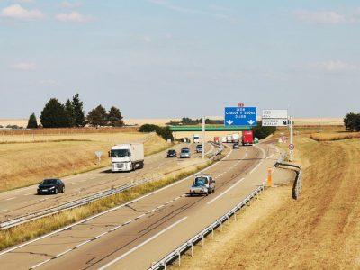 Francja znosi częściowo ograniczenia ruchu ciężarówek