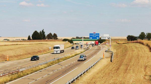 Neues Dekret zu LKW-Fahrverboten in Frankreich
