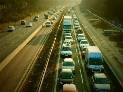Od tego weekendu brytyjskie opłaty drogowe od ciężarówek będą zawieszone