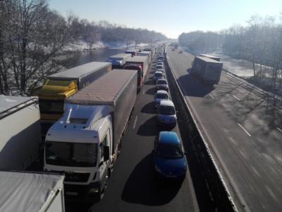 Ile-de-France: zakaz jazdy nadal obowiązuje, ale jeśli pogoda się poprawi, trucki będą mogły się poruszać po drogach regionu w sobotę