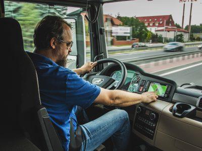 Schleswig-Holstein setzt Sonntags-Fahrverbot für Lebensmittel-LKW bis Ende Mai aus