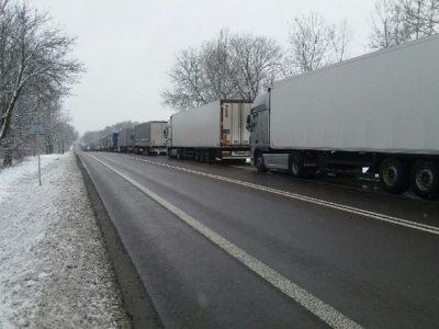 Гигантская очередь грузовиков на пограничном переходе Украины и Польши