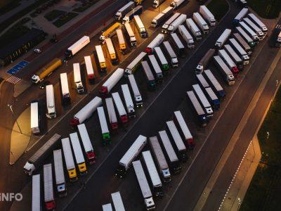 Neue App für Lkw-Fahrer lässt Wartezeiten an Grenzübergängen in der EU überprüfen