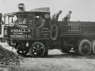 Historia transportu – część 6. Ponad pół tony węgla na setkę – tyle paliły parowe ciężarówki