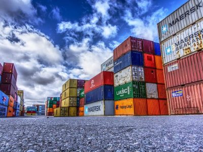 Per metus eksportuotos prekės pabrango 0,8 proc., importuotos – 3,8 proc.