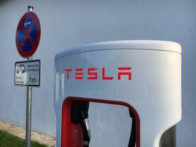 Nagyon próbálkoznak az elektromos teherautók – a Tesla Semi már szállít, a UPS egyelőre tervez