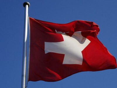 Pakeitimai užsienio vilkikams Šveicarijoje dėl kelių mokesčių. Bus lengviau mokėti rinkliavą