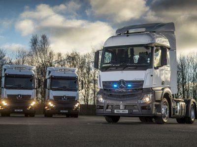 Trys nauji ACTROS, skirti britų policijai – neišsiskiriantys vilkikai leis stebėti sunkvežimių kabinas