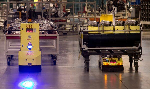 Logistik und Industrie 4.0 in der Praxis. Transportroboter reduzieren die Produktionszeit