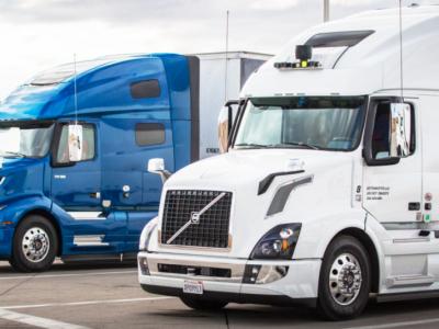 "Autonominiai vilkikai ""Uber"" pristato prekes Arizonoje"