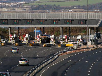 Marea Britanie suspendă taxele rutiere pentru vehiculele grele indiferent de țara de proveniență