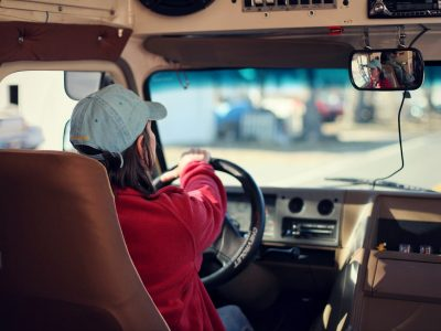 Mobilitási Csomag: tachográfot 2,4t fölött! A buszosok és a furgonosok is kapnak belőle.