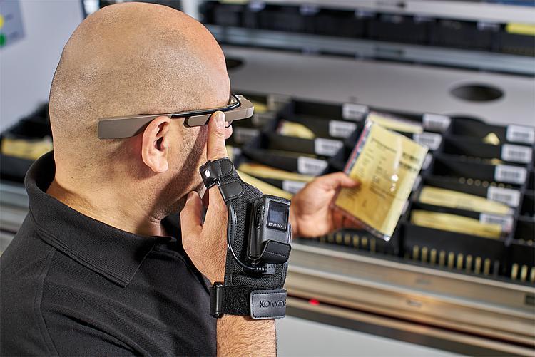 Rękawica ze skanerem i okulary firmy Hänel Lean-Lift