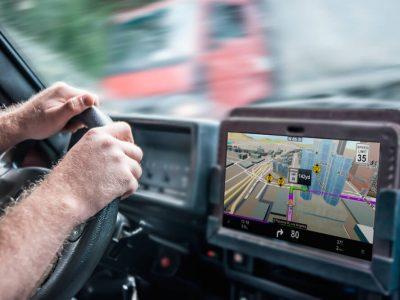 Sistemele GPS nu oferă întotdeauna indicații corecte. Iată cum șoferii de camion ajung să aleagă rute greșite și cum putem rezolva această problemă.