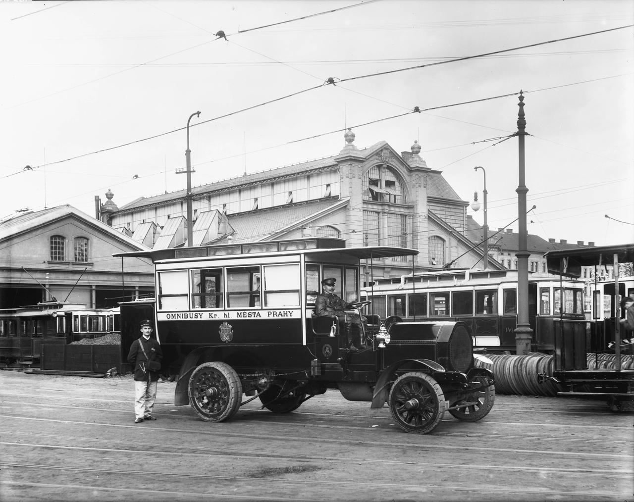 Praski autobus firmy Aries z 1908 r.