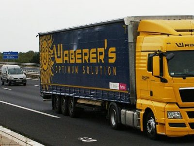 Leállítják a Waberer's kamionok jelentős részét és észszerűsítik a munkaerő-állományt. Ziegler távozott, helyette Erdélyi Barna a Wabi új vezére.