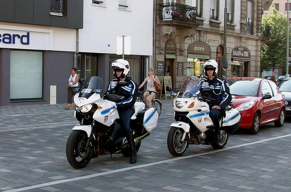 Különleges csendőralakulat ellenőrzi a teherautókat Franciaországban