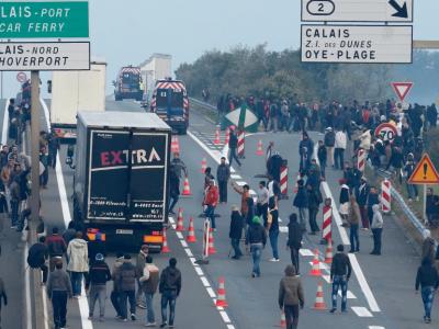 """Situația de la Calais rămâne incertă. """"Macron nu a luat în calcul cerințele transportatorilor."""""""