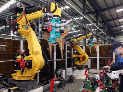 Industria 4.0: Roboți mobili pentru transportul pieselor