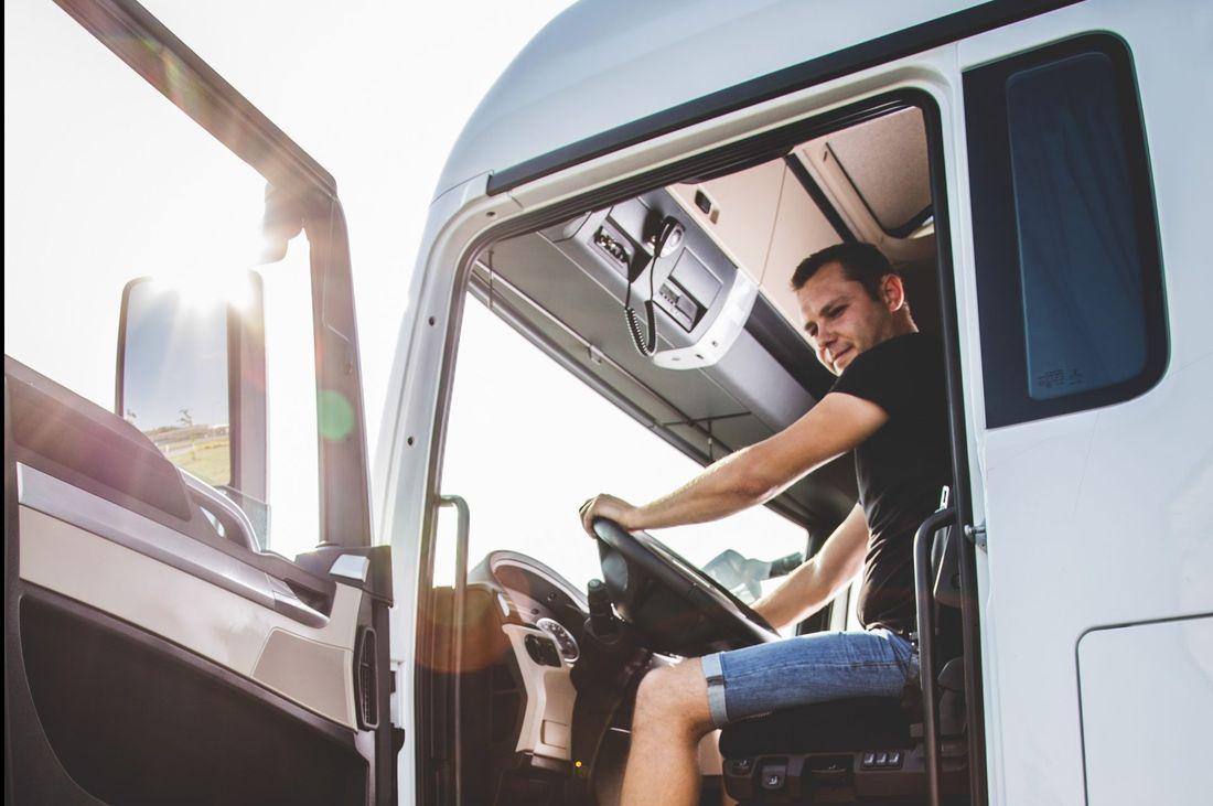 Vilkikų vairuotojų darbas apima daugybę rizikos veiksnių. Kaip juos sumažinti?