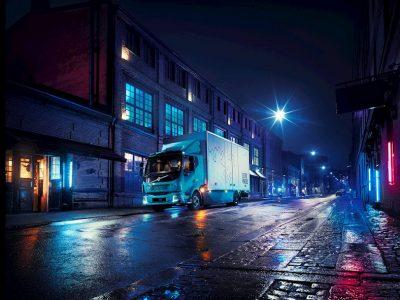 Elektryczna ciężarówka Volvo do miasta. FL Electric przejedzie 300 km na pełnych bateriach