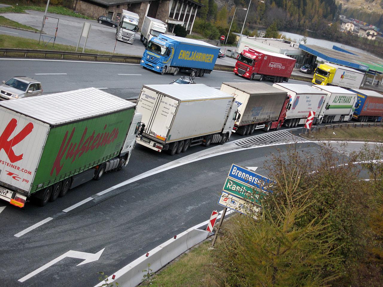 """Négynapos korlátozások Ausztriában: """"sima"""" kamionstop, 2 nap blokkosítás + 1 extra kamiostop Olaszország felé"""