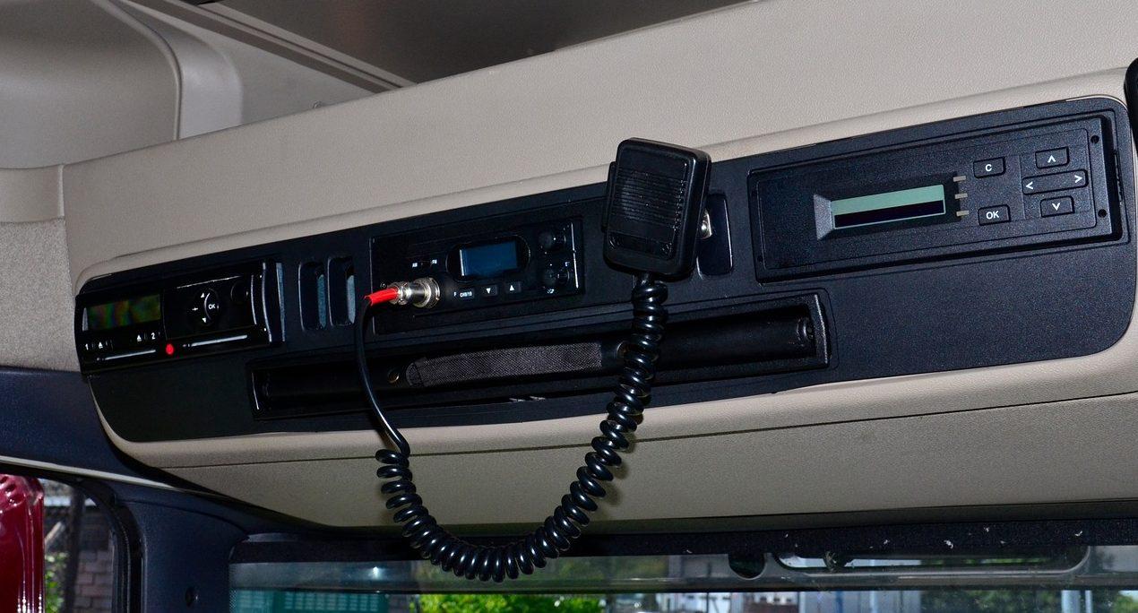 Szef spedycji stanął przed sądem za zmuszanie kierowców do manipulacji tachografem I Zakazy ruchu na długi weekend