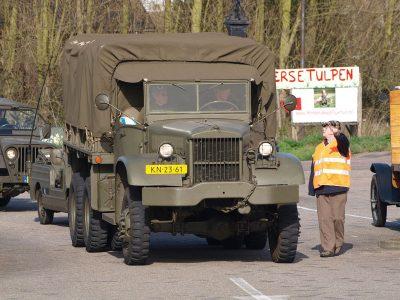 Holland megoldás a sofőrhiányra: béreljen teherautót és járművezetőt a hadseregtől!