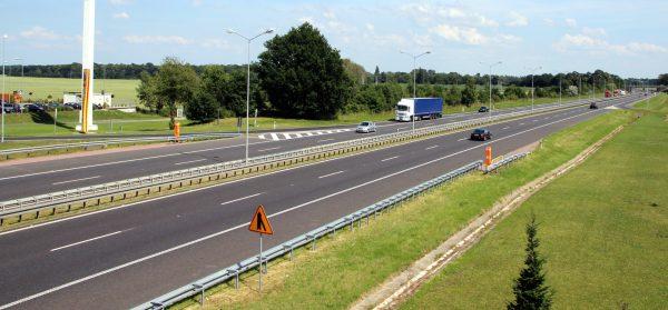 TransINSTANT: Utrudnienia dla ciężarówek na granicy z Ukrainą | Polska bierze kredyt na budowę Via B
