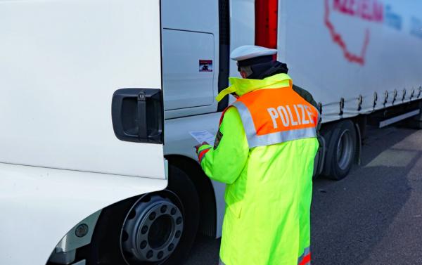Rasender Lkw-Fahrer gestoppt: Der Mann überholte andere Fahrzeuge mit 120 km/h