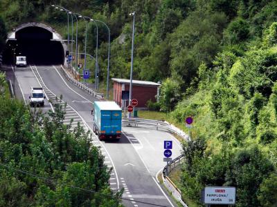 Ograniczenia ruchu ciężarówek w hiszpańskich tunelach. Zobacz, co grozi za złamanie zakazu