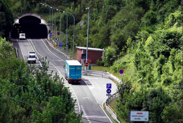 Traffic restrictions for trucks in Spanish tunnels. Check how much you'll pay for breaking the ban