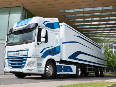100 km on full batteries. DAF presents its first electric truck