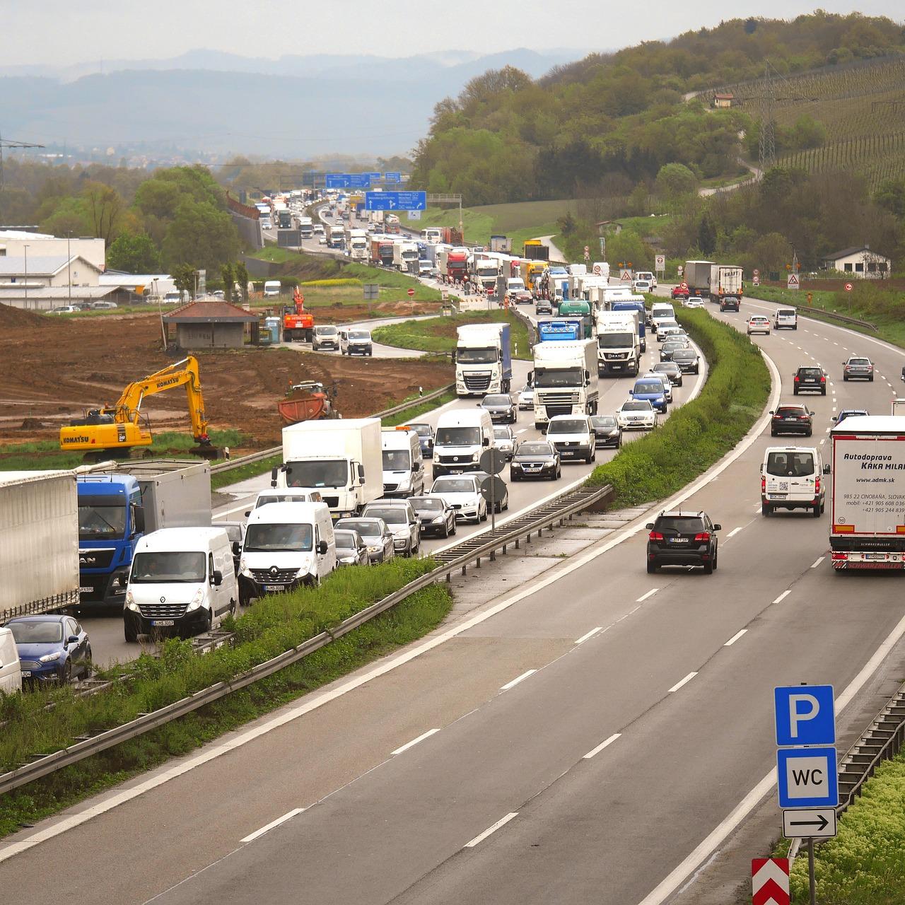 Ukraina įveda apribojimus sunkvežimiams. Priežastis yra milžiniško karščio banga