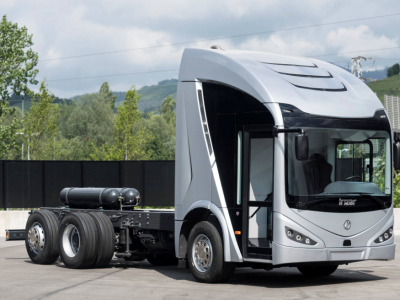 Un producător spaniol lansează un model de camion electric cu pantograf