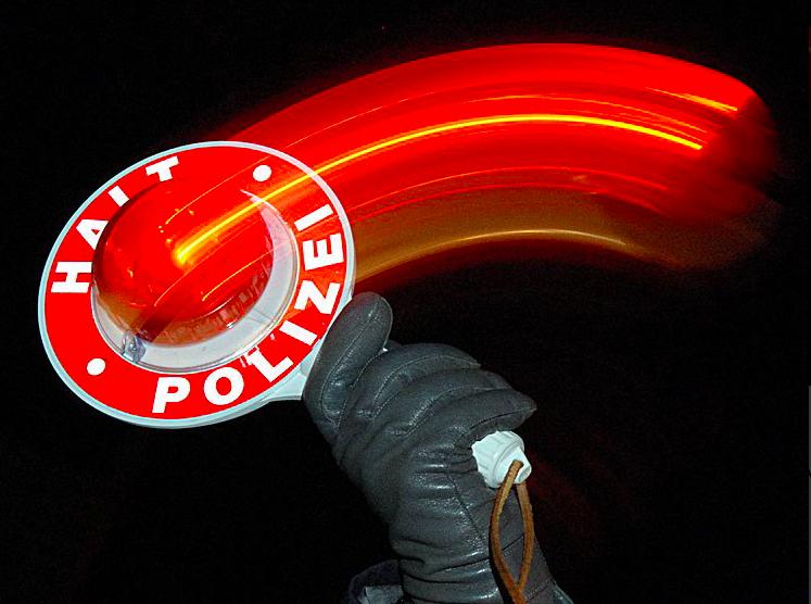 Polscy kierowcy padli ofiarą przebierańców. Uważajcie na fałszywych niemieckich policjantów