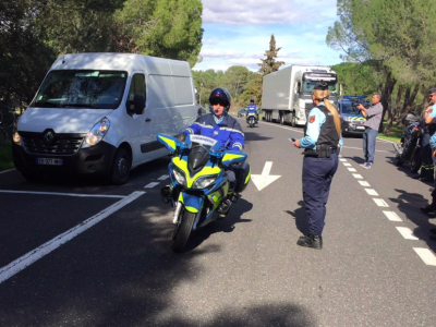 Französische Gendarmerie ist Verkehrssündern auf der Lauer. Strafen in Höhe von 750 Euro